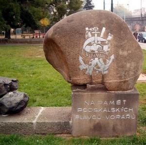 Památník u výtoňské dřevařské celnice